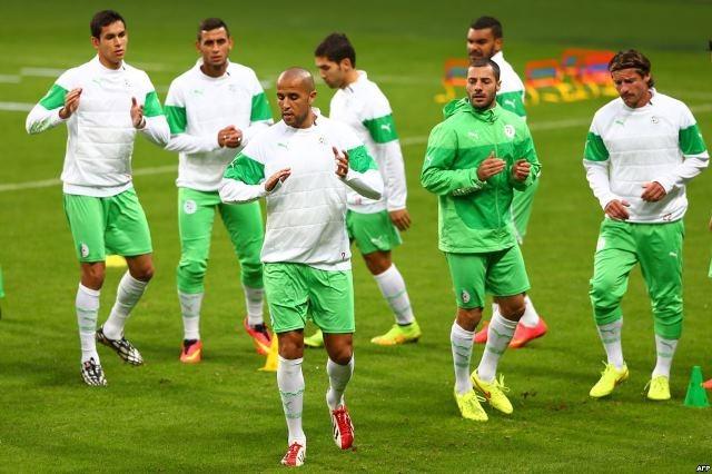 عروض احترافية لنجوم  المنتخب الجزائري
