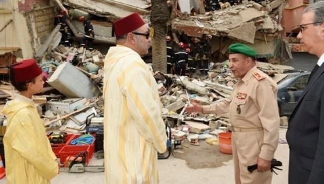 العاهل المغربي  يزور موقع انهيار العمارات الثلاث ويعطي تعليماته للتكفل بالمصابين