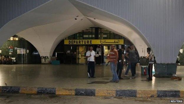 الحكومة الليبية تعلن عودة الرحلات الجوية بمطاري مصراتة ومعيتيقة