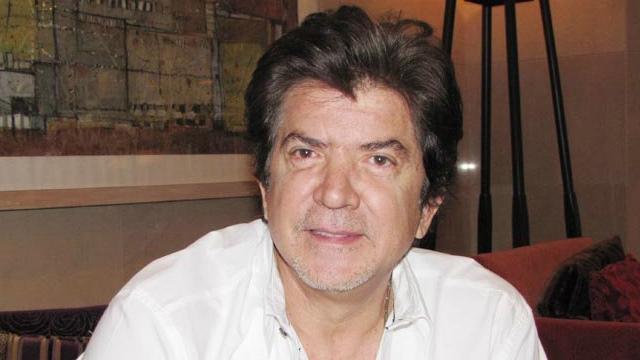 وليد توفيق يهدي أغنية للمنتخب الجزائري