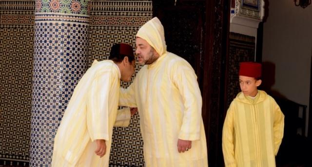 العاهل المغربي يوشح عدة شخصيات بأوسمة ملكية بمناسبة عيد العرش
