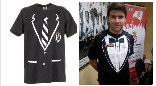 فريق اسباني يصمم قميص على شكل بدلة
