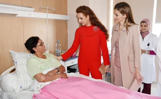 الملكة ليتيثيا والأميرة للا سلمى تزوران مركز الشيخة فاطمة لعلاج السرطان بالرباط