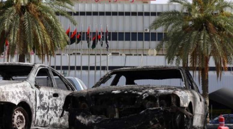 تواصل الاشتباكات بمطار طرابلس والحكومة عاجزة عن احتواء الوضع