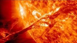موقع أمريكي يحذر من عاصفة شمسية قد تدمِّر الأرض في أي لحظة
