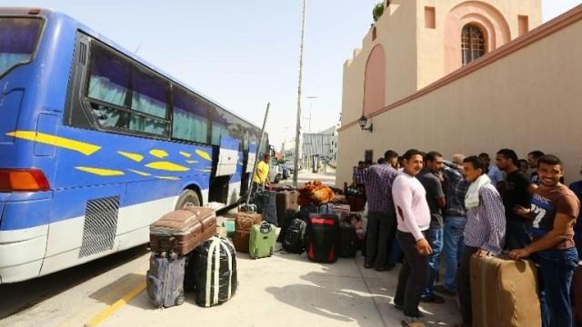 عودة 250 من المهاجرين المصريين بليبيا إلى بلادهم