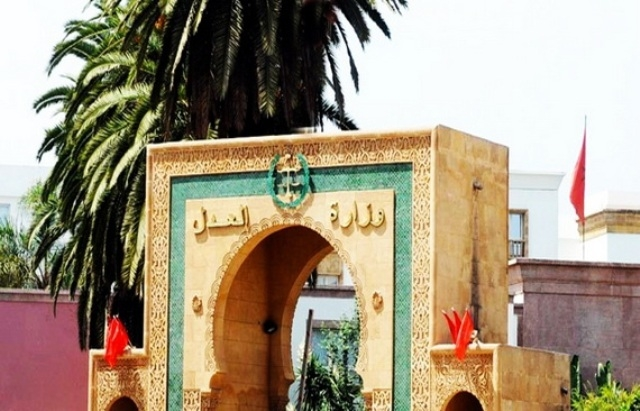 وزارة العدل والحريات المغربية توقف قاضيين للنظر فيما نسب إليهما من أخطاء خطيرة