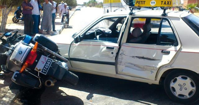 دركي مغربي ينجو من الموت بأعجوبة في حادث سير بالخميسات