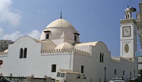 أئمة الغرب الجزائري يهددون بالخـــــروج إلى الشــــارع