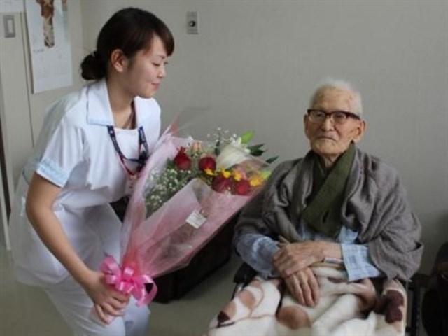ياباني يدخل «غينيس» كأكبر معمر رجل في العالم