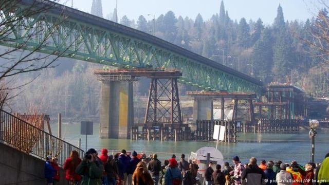 جسر قديم في أمريكا للبيع