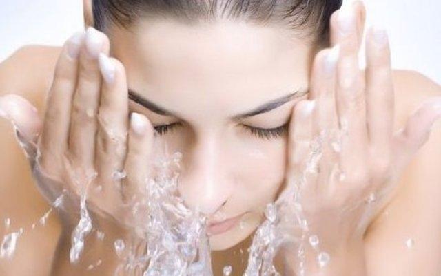 نصائح هامة لتنظيف البشرة قبل النوم
