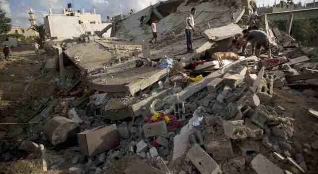 اسرائيل تخرق الهدنة في غزة بقصف منزل وقتل طفلة