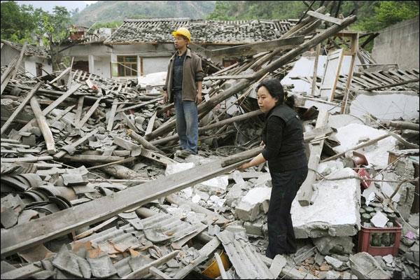 زلزال يضرب الصين يخلف 400 قتيل