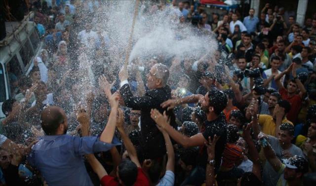 احتفالات بغزة بعد اتفاق لهدنة طويلة الأمد