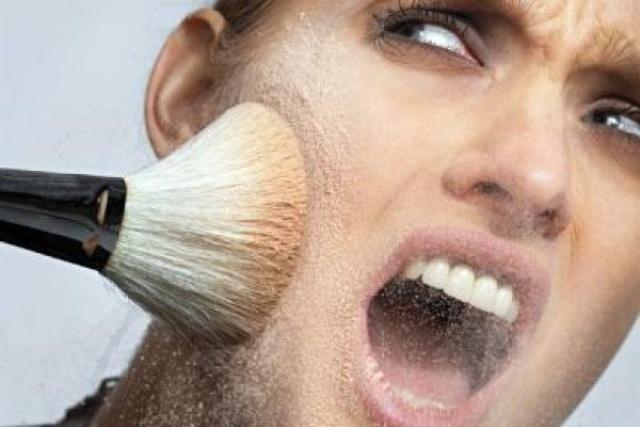 ماكياج الوجه... خطر على الفتيات