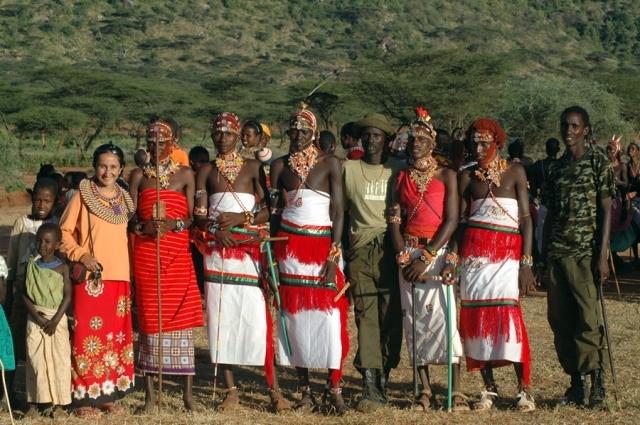 عزاب كينيا يتدافعون للفوز بزوجات مجانا!