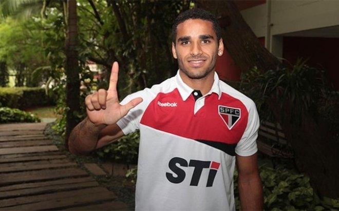 برشلونة يتعاقد مع ظهير أيمن من ساوباولو