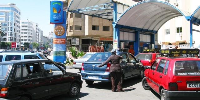 توقعات باستمرار انخفاض أسعار البنزين في المغرب