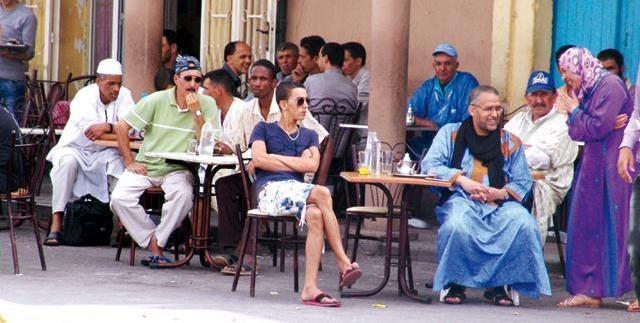 صورة لوزير مغربي في مقهى شعبي في تزنيت تثير  الجدل