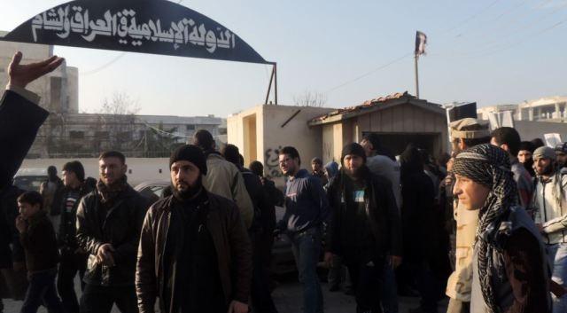 عراقيون هاربون من جحيم