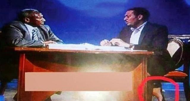 إعلامي سوداني يظهر حافياً على الهواء