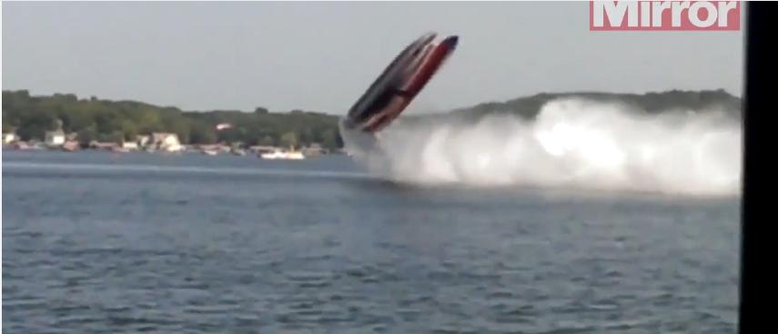 شاهد كيف يطير هذا الزورق في الهواء بسبب السرعة