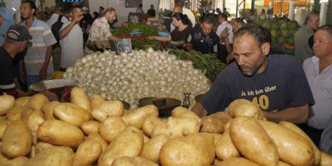 الليبيون مهددون بأزمة غذائية بعد ثلاثة أشهر