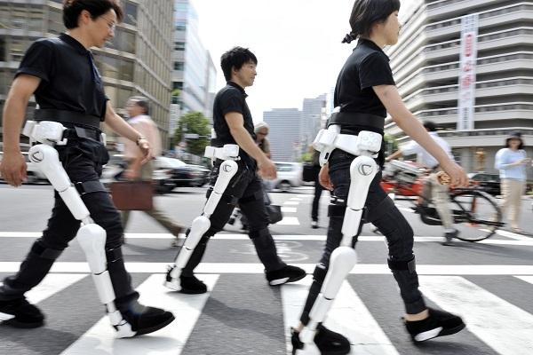 فريق ياباني-ألماني يزود المشلولين بأرجل صناعية