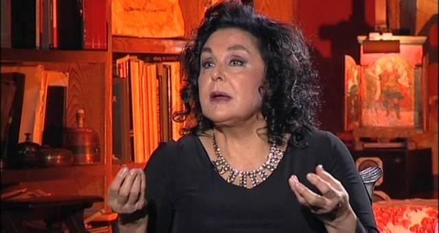 الممثلة نضال الأشقر تفوز بجائزة تاج العنقاء العالمية للرواد