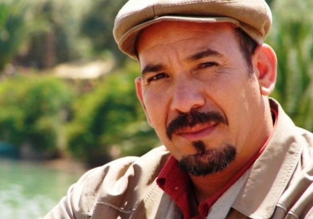 الممثل  المغربي ادريس الروخ يصدر كتابا عن مساره الفني