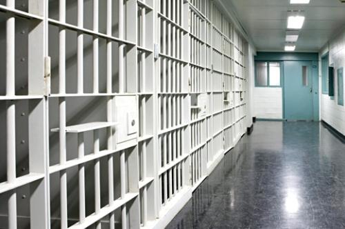 AMDH تدق ناقوس الخطر بشأن مضربين عن الطعام بسجني سلا وفاس
