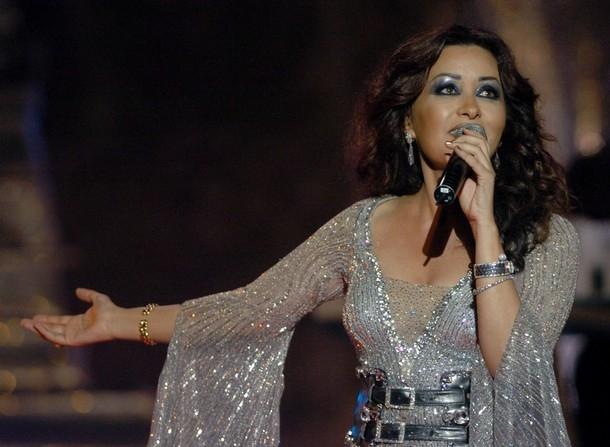 لطيفة العرفاوي تفتتح حفلات مشروع قناة السويس بمصر