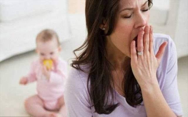 الامهات الجدد يصبن بالارهاق رغم كثرة النوم