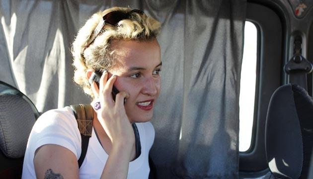 إيقاف الناشطة التونسية أمينة السبوعي بفرنسا بعد شجار مع امرأة محجبة