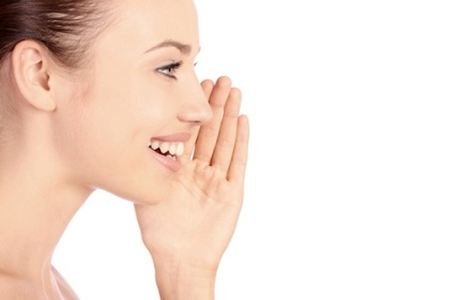 النساء يقبلن على عمليات تنعيم الصوت