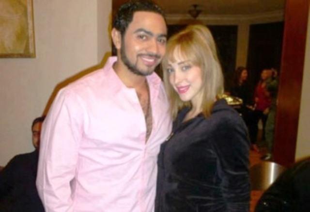 درءا للشائعات..المغربية بوسبيل زوجة تامر  حسني تظهر في حفله الفني