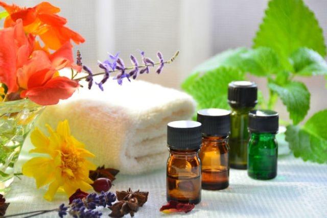 استخدمي الزيوت العطرية للعناية بالبشرة