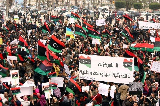 ليبيون يتظاهرون بسرت ضد التدخل الأجنبي