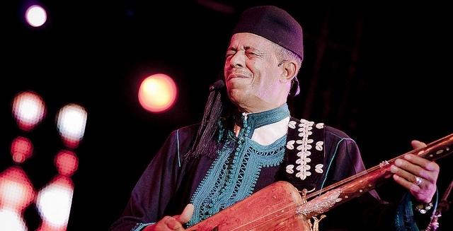 المعلم المغربي باقبو يمتع الجمهور الجزائري في اختتام مهرجان موسيقى الديوان