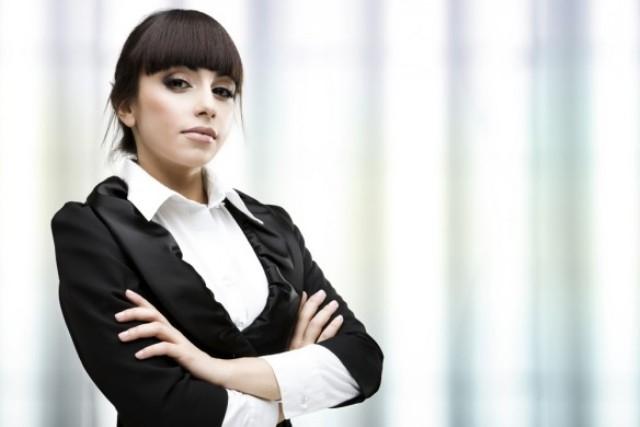 دراسة تنصح المرأة العاملة بإبراز الصفات الذكرية لديها
