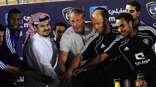 مدرب الهلال السابق يعتنق الإسلام ويتزوج سعودية