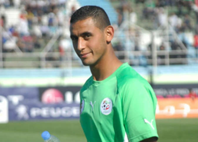 الجزائري فوزي غلام يغيب عن نابولي بسبب كسر