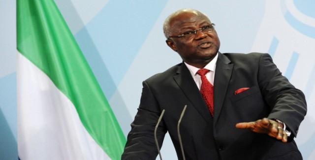 رئيس سيراليون يحذر من مرض إيبولا القاتل