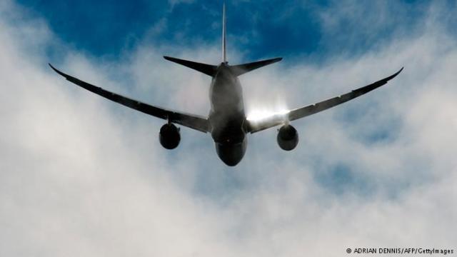 بريطاني يحطم نافذة طائرة على ارتفاع 10 آلاف متر