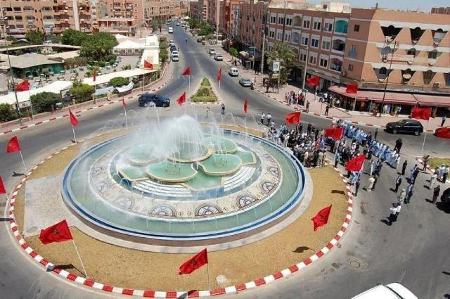 حجز أزياء عسكرية  وأعلام جبهة البوليساريو في مدينة العيون في الصحراء المغربية
