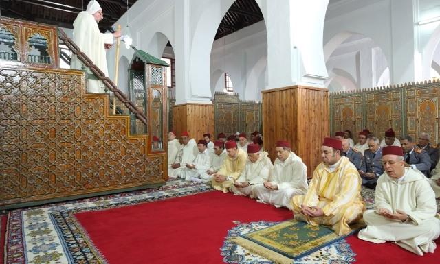 في خطبة الجمعة أمام العاهل المغربي.. أعظم جناية ترتكب في حق الأبناء هي حرمانهم  من الدراسة والتعليم