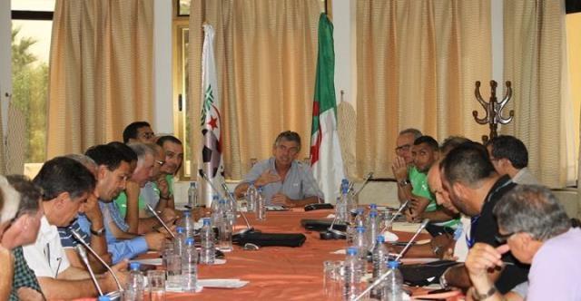 كورغوف يجتمع بمدربي الأندية الجزائرية