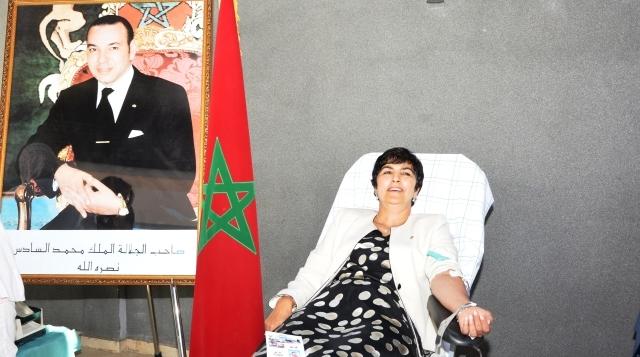 الوالي زينب العدوي تتبرع بدمها وتتطلع إلى مأسسة حملة جهوية كل 6 أشهر