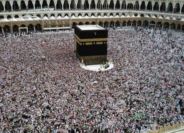 باحث مغاربي يدعو لنزع وصاية السعودية على مكة والمدينة